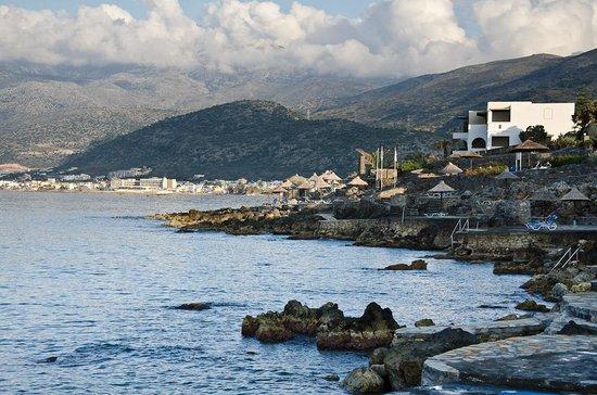 Nana Beach Hotel: вид от отеля на море