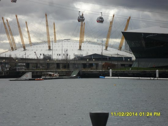 Ibis London Excel Docklands : O2 /Emirates Air Line