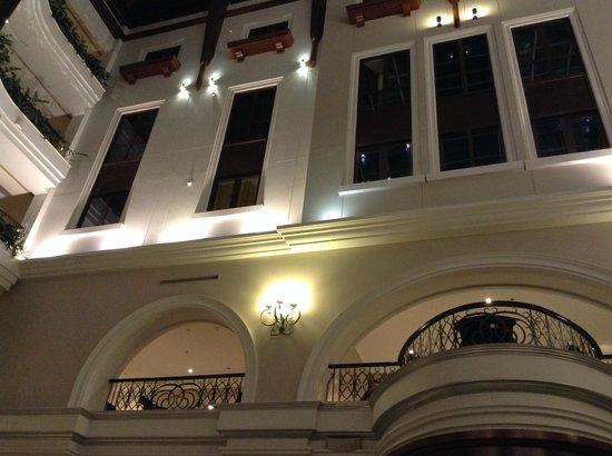 Movenpick Hotel & Apartments Bur Dubai : lobby