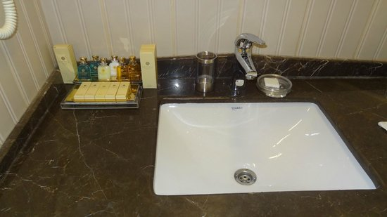 Recital Hotel: Bathroom detail