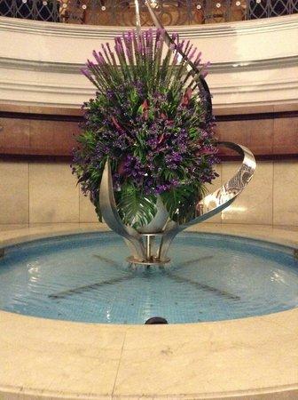 Movenpick Hotel & Apartments Bur Dubai : beautifully setup flowers in lobby