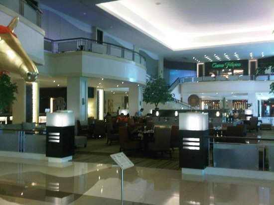 Waterfront Cebu City Hotel & Casino: Hotel lobby