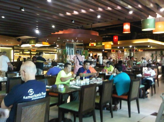 Waterfront Cebu City Hotel & Casino: Cafe Uno breakfast buffet