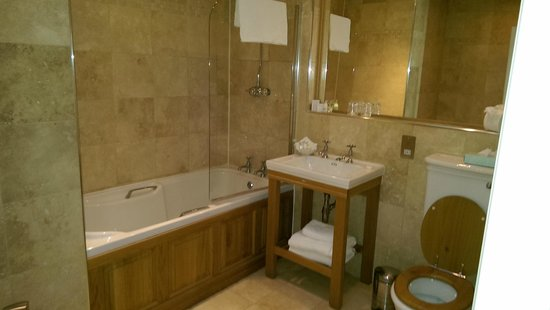 The Boat Hotel: Large Bathroom