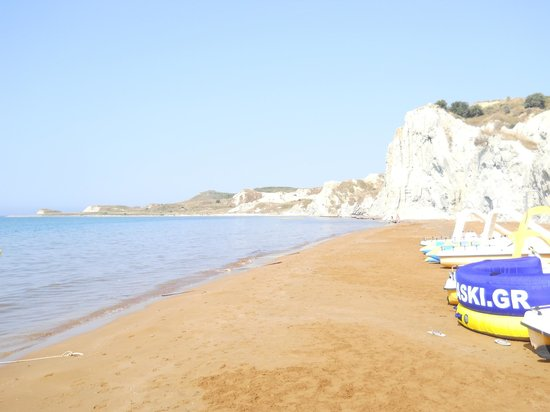 Cephalonia Palace Hotel: the right hand side of the beach where there are no loungers