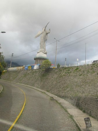 El Panecillo: estrada de acesso
