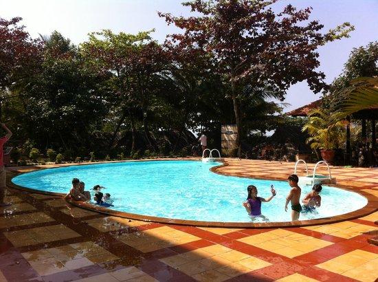 Kim Hoa Resort: PISCINE