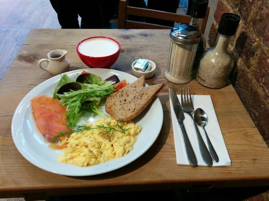 Le Pain Quotidien: Scrambled eggs with smoked salmon bread and Belgian hot chocolate.  Nice meal, good service - re