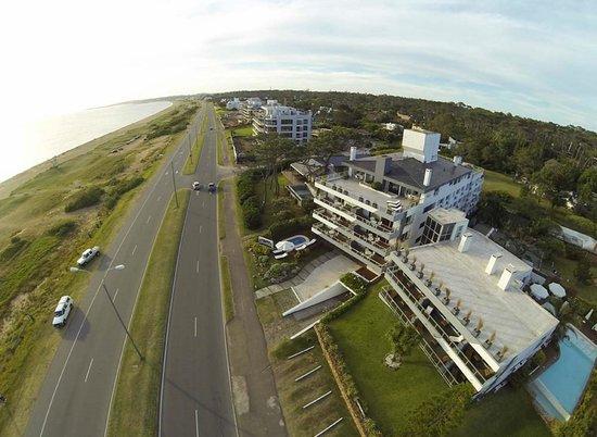 Baie des Anges Apart Hotel: Rambla frente al hotel y a la playa