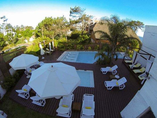 Baie des Anges Apart Hotel: Vista aérea piscina adultos y piscina niños