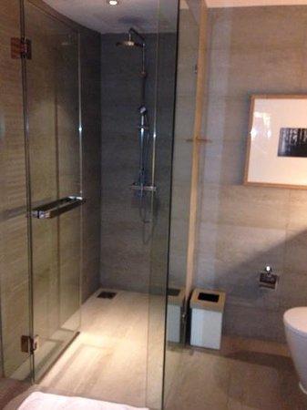 Nap Patong: Dusche Glas/Beton