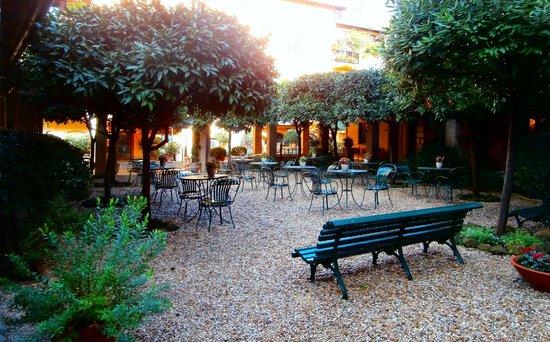 Hotel Santa Maria: Hotel Courtyard