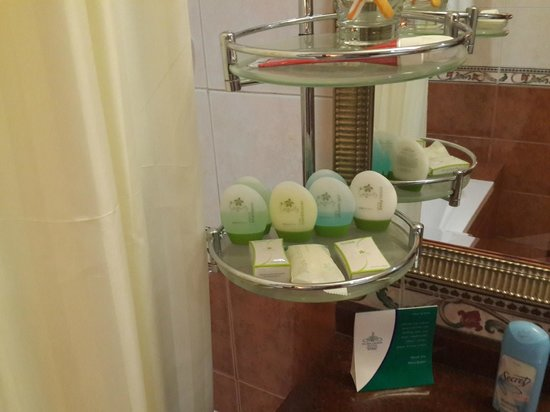 Flora Grand Hotel : The guy added more shower gel and shampoo...