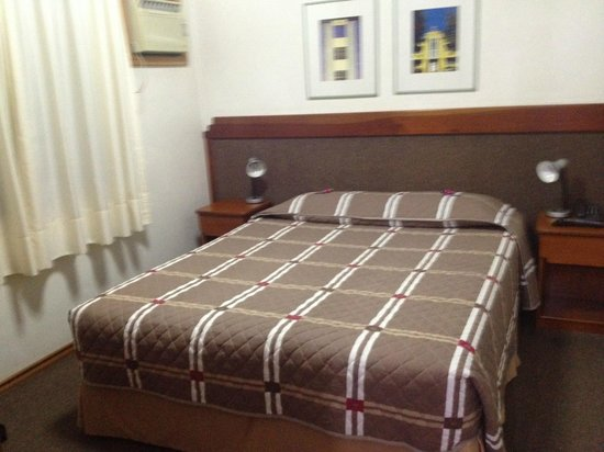 Collins Trade Hotel : Cama confortavel