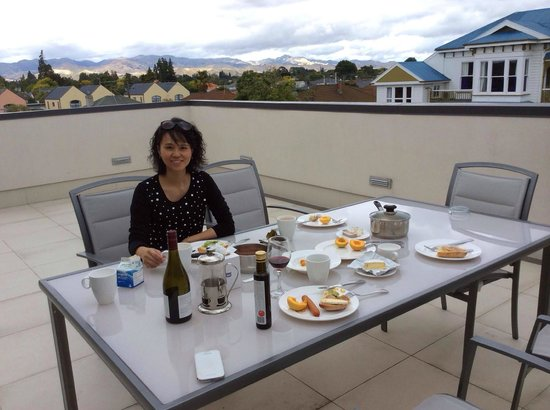 Chateau Marlborough: Breakfast on our patio
