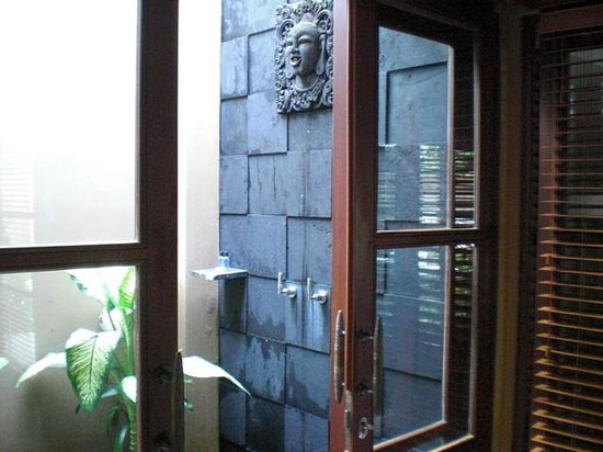 Ajanta Villas : 屋外シャワー