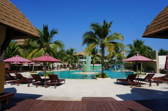 Springfield @ Sea Resort & Spa : Pool and Hotel