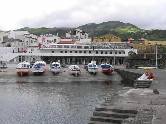 Estrela do Mar: Restaurant terrace just above boats