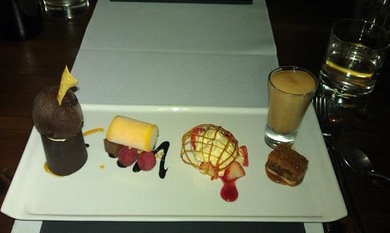 Cassons Restaurant: my selections of mini dessert.