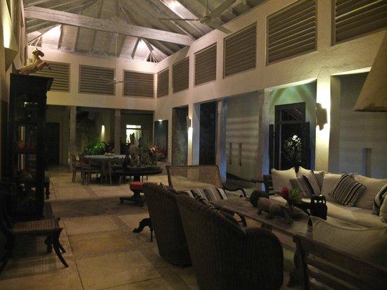 Ambalama Villa : Living area