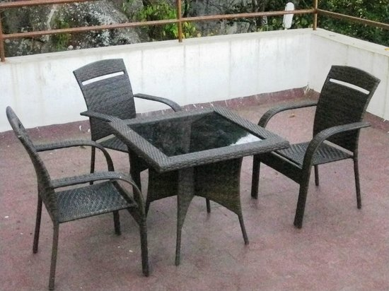 Yercaud - Rock Perch, A Sterling Holidays Resort: 2nd Sitout in front of the room