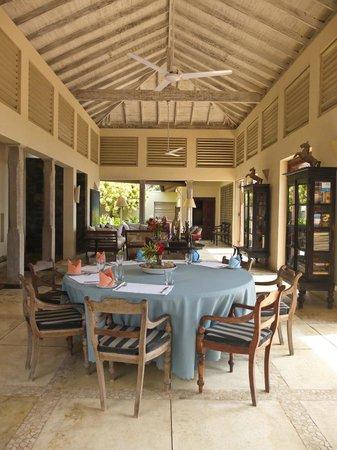 Ambalama Villa: Living area
