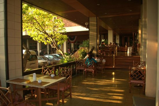 Chiang Mai Orchid Hotel : Breakfast area