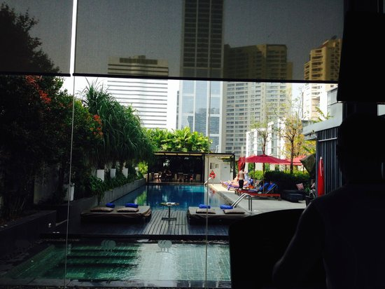 Park Plaza Bangkok Soi 18: Blick vom Laufband auf Umgebung