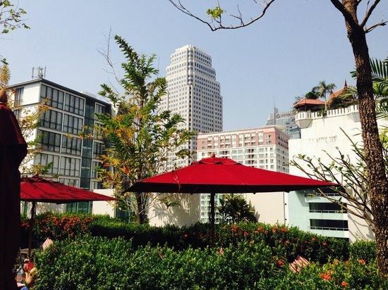 Park Plaza Bangkok Soi 18: Blick von Dachterrasse