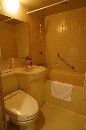 ART HOTEL Hirosaki City : バスルームはあまり広くない