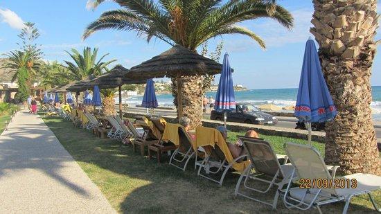 SENTIDO Blue Sea Beach : Бесплатные лежаки