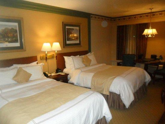 The Olde Mill Inn: Beautiful rooms