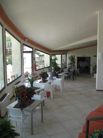 Hotel Belvedere : delizioso il bar interno e buona scelta di prodotti