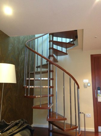 DoubleTree by Hilton Hotel London - West End : steps up to loft in apartment