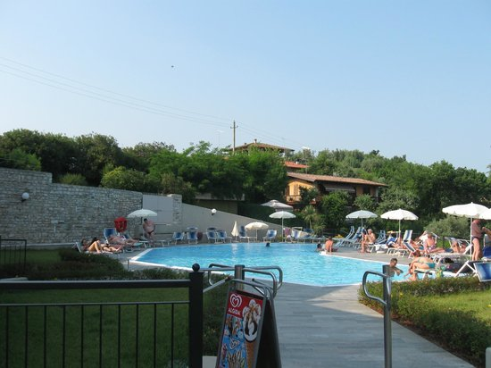 Hotel Belvedere: La reale piscina dell'hotel :piuttosto piccola ma pulitisisma