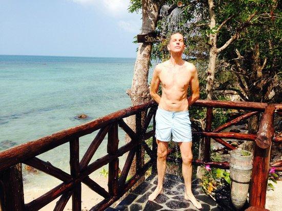 Beyond The Blue Horizon Villa Resort: herrliche Dusche beim Pool