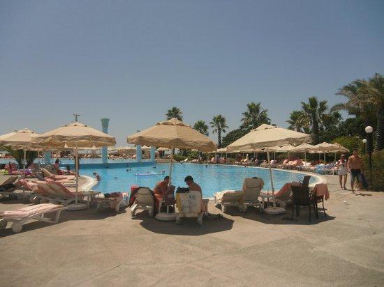 Sunrise Resort Hotel: Один из бассейнов на территории