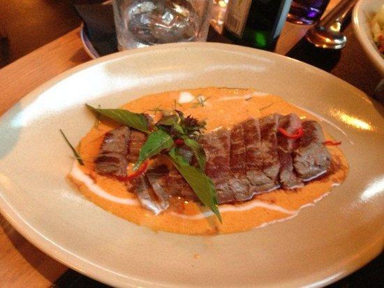 UMEKO: Super, Rindsteak mit Currysauce.