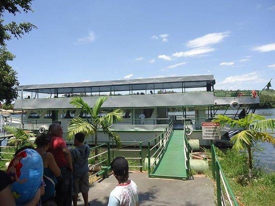 Barra Bonita, SP: Barco Cidade da Cuesta, da PRIMAR Navegação
