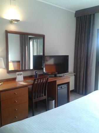 Hotel Ciudad de Castelldefels : television de pantalla plana