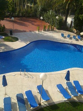 Hotel Ciudad de Castelldefels : piscina
