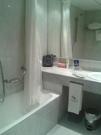 Hotel Ciudad de Castelldefels: baño