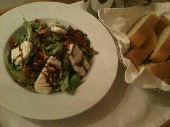 Doria Hotel Bodrum: Grilled Halloumi Salad - best ever!