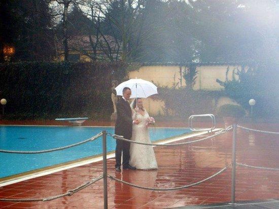 Hotel Dei Giardini: la piscina adiacente al parco