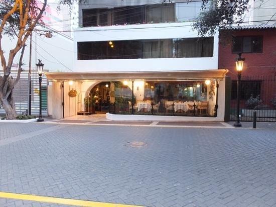 Antara Hotel: Antara street front!