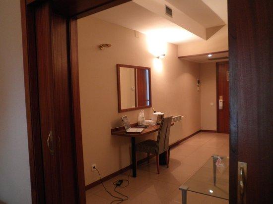 Hotel Ciudad de Castelldefels: despacho visto desde la habitacion