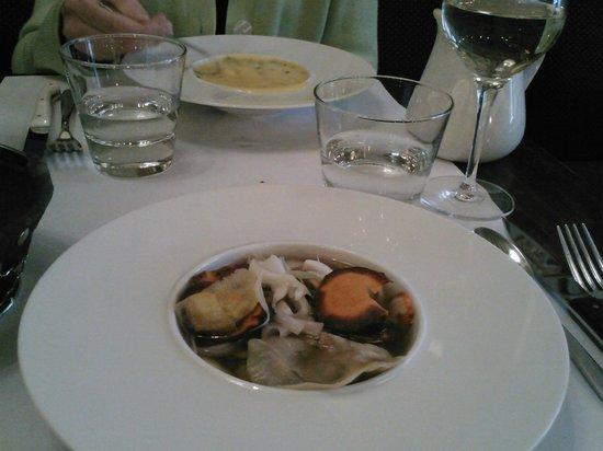 La Ferrandaise: Shrimp ravioli and vegetables in broth