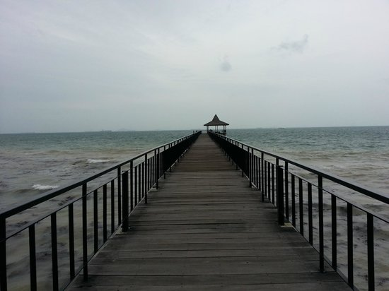 Turi Beach Resort: Breezy jetty!