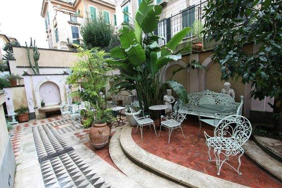 Hotel Emona Aquaeductus : terrace