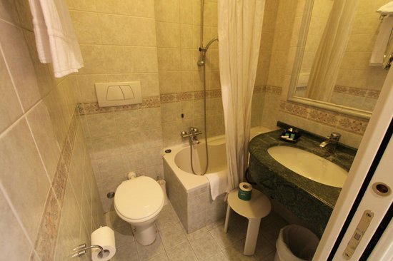 Hotel Emona Aquaeductus : bathroom